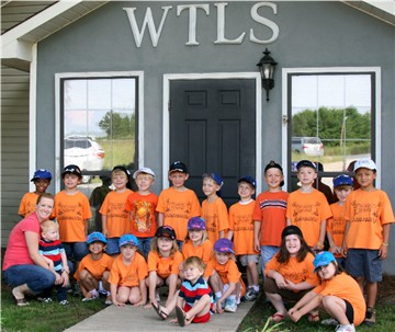 Mrs. Dickerson's kindergarten class visits WTLS in 2010